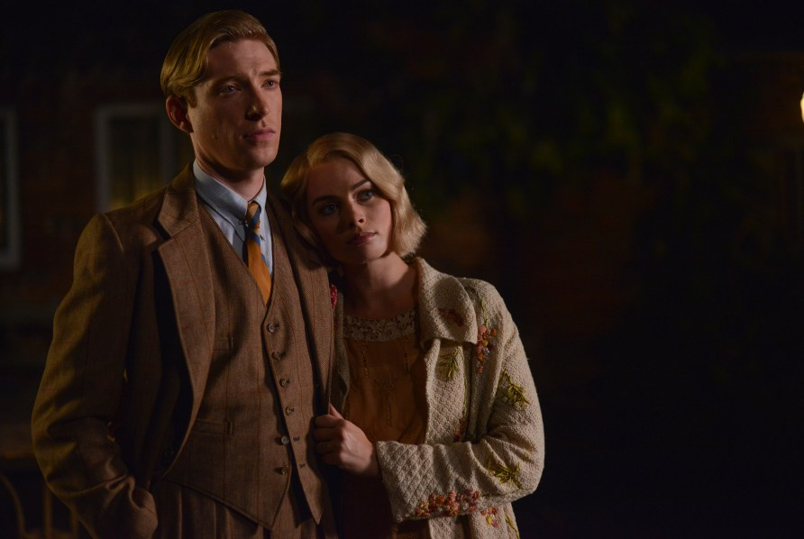 domhnall-gleeson-as-alan-milne-and-margot-robbie-as-daphne-milne-in-the-film-untitled-a-a-milne-photo-by-david-appleby-c2a9-2017-fox-searchlight-pictures41